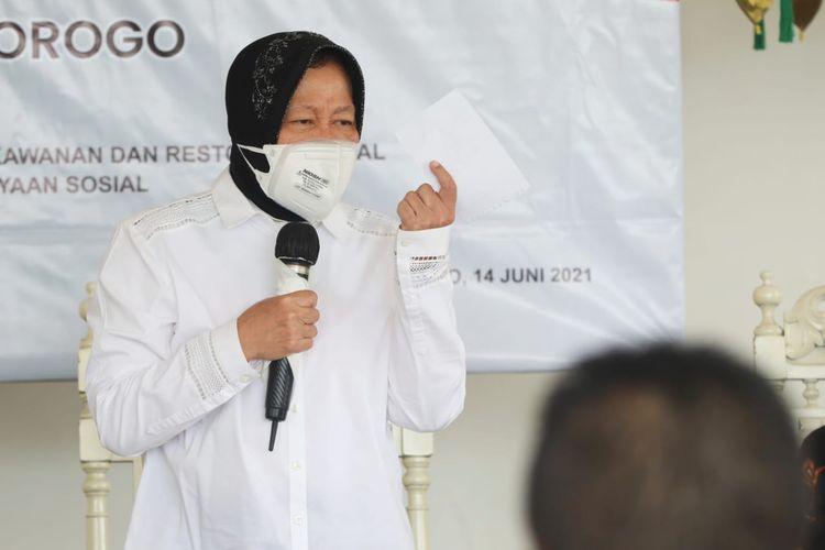 Menteri Sosial (Mensos) Tri Rismaharini dalam sambutannya pada acara Bimbingan Teknis Tenaga Kesejahteraan Sosial Kecamatan (TKSK) di Kabupaten Ponorogo (14/6/2021).