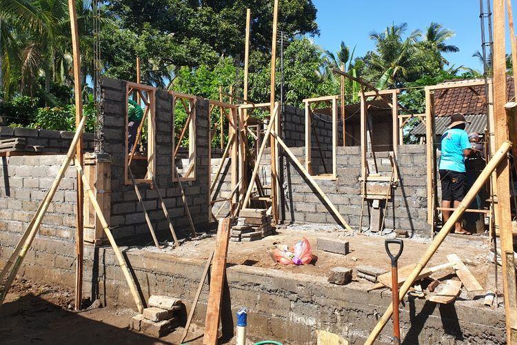 Pembanguan rumah tidak layak huni (RTLH) di Bali melalui Program Bantuan Stimulan Perumahan Swadaya (BSPS).