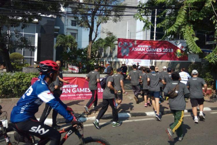 Area perkantoran Kompas Gramedia Palmerah Barat dan Selatan, serta Menara Kompas turut menjadi rute estafet Jelang Obor Asian Games wilayah Kelurahan Gelora, Jakarta Pusat, Minggu (8/7/2018).