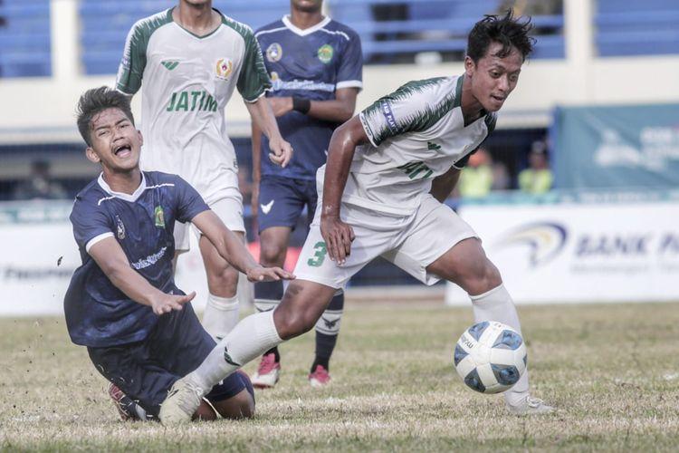 Hasil sepak bola putra PON XX Papua 2021 antara Jawa Timur vs Kalimantan Timur. Jatim berhasil meraih medali perunggu setelah mengalahkan Kaltim 3-2.