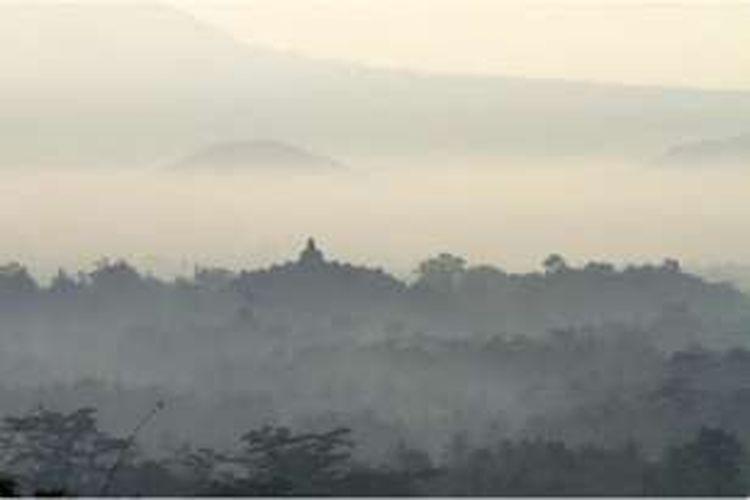 Bukit Punthuk Setumbu memberikan alternatif lain untuk menikmati Borobudur dari kejauhan.