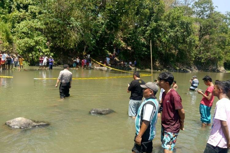 Mayat laki laki tapa identitas ditemukan mengapung di sungai bedadung