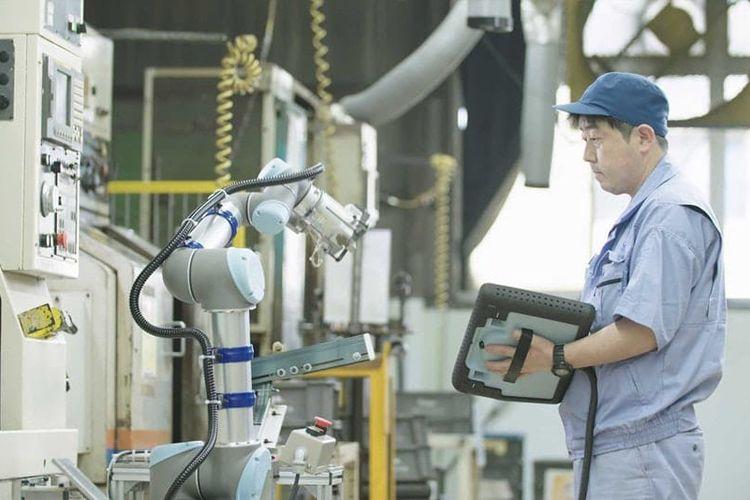 Salah satu pasar teknologi robot kolaboratif (cobot) yang berbasis di Denmark yaitu Universal Robots (UR)