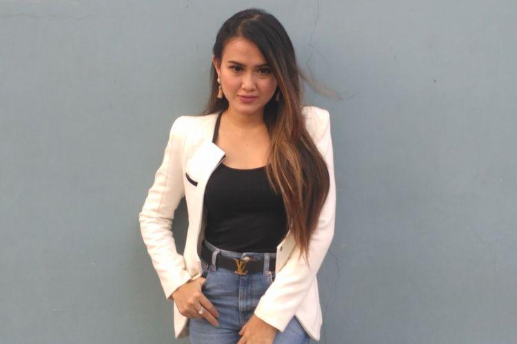 Pedangdut Maggy Diaz ketika ditemui usai tampil di salah satu acara stasiun televisi swasta di kawasan Mampang, Jakarta Selatan, Jumat (7/9/2018).