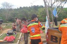 Relawan Banda Indonesia Beri Sembako untuk Keluarga Para Penggali Makam Covid 19