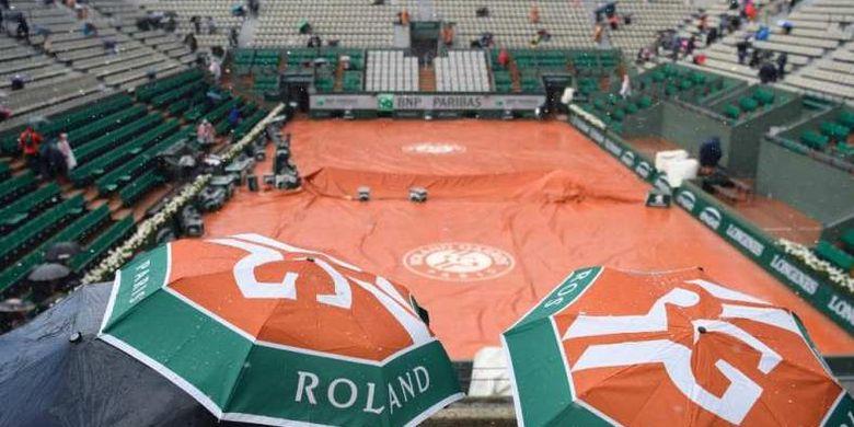 Hujan menunda berlangsungnya pertandingan perempat final French Open 2019, Rabu (05/06/2019)