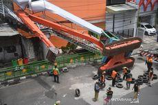 BERITA FOTO: Ekskavator Terguling Menimpa JPO Kampung Melayu