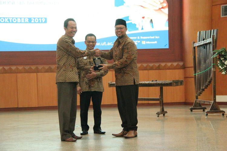 Universitas Terbuka (UT) menjadi tuan rumah penyelenggaraan Forum Komunikasi (Forkom) Pimpinan FKIP Negeri se-lndonesia yang diselenggarakan pada 4-5 Oktober 2019.