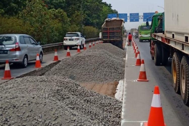 Proses rekonstruksi ruas jalan Tol Jagorawi, Minggu (29/9/2019).