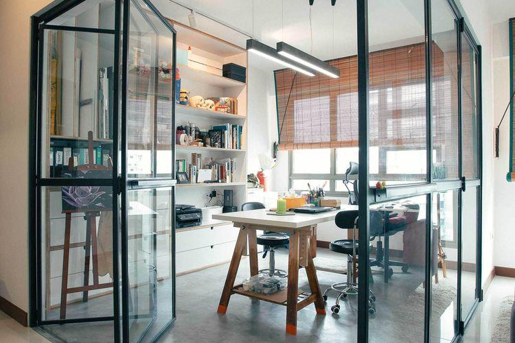 Ruang kerja di dalam rumah karya desainer Helloembryo