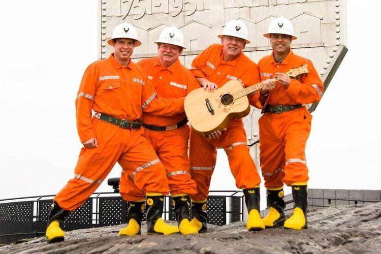 Shaft Bottom Boys, band yang memecahkan rekor konser terdalam di dunia.