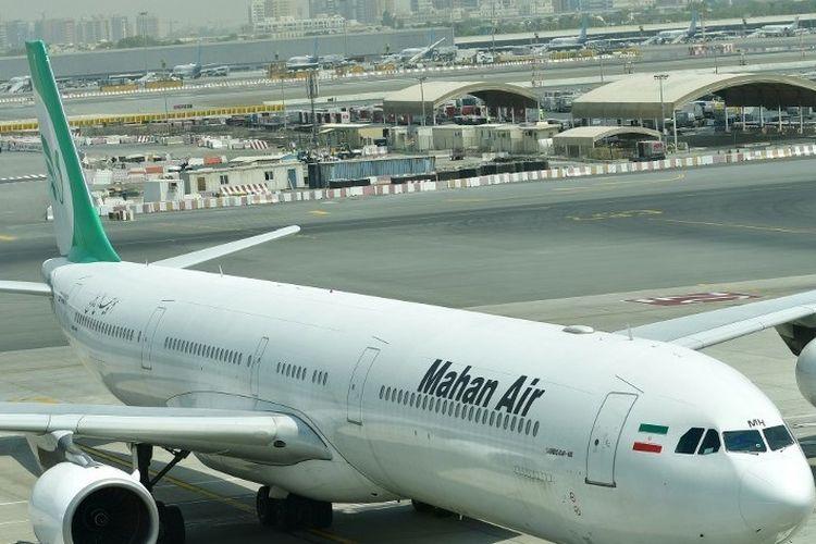 Foto tertanggal 14 September 2017 menunjukkan pesawat Airbus A340 milik Mahan Air di Bandara Internasional Dubai.