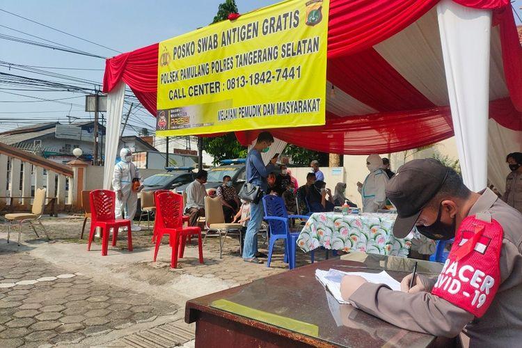 Suasana Posko tes Covid-19 gratis di Mapolsek Pamulang, Tangerang Selatan, Senin (17/5/2021).
