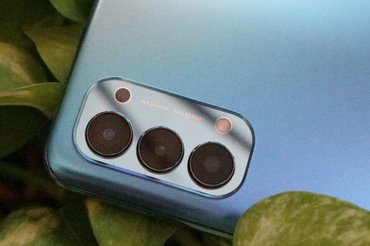 Modul kamera belakang Oppo Reno4 yang dihuni kamera utama 48 MP (f/1.8), ultrawide 8 MP (f/2.2), makro 2 MP (f/2.4), dan mono 2 MP (f/2.4).