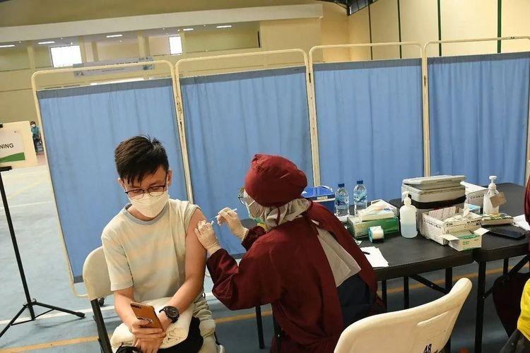 Vaksinasi gratis untuk masyarakat umum dan penyandang disabilitas buah kolaborasi Dompet Dhuafa dengan Sesko TNI, pada Senin (23/8/2021). Program tersebut akan berlansung selama dua sesi yang juga mencakup warga disabilitas.