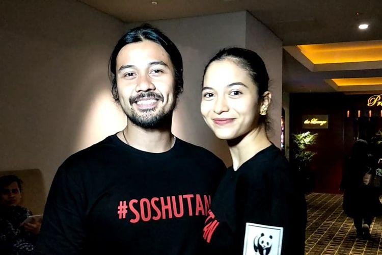 Chicco Jerikho dan Putri Marino ditemui usai jumpa pers Selamatkan Hutan Selamatkan Masa Depan bersama WWF Indonesia, di Plaza Indonesia, Thamrin, Jakarta Pusat, Jumat (30/8/2019).