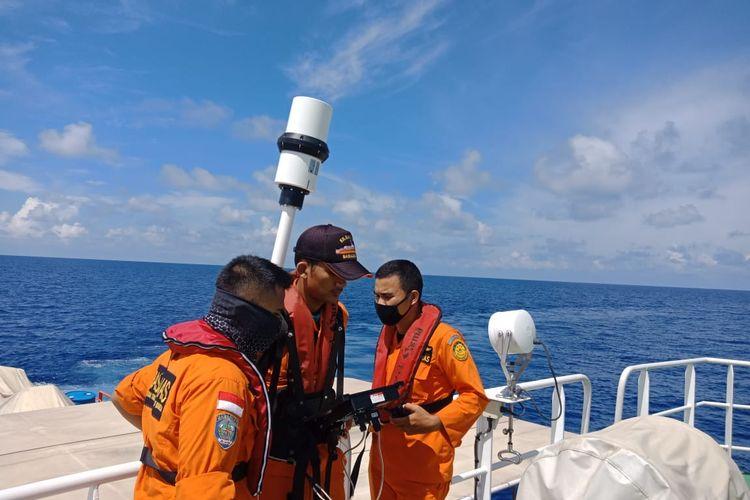 Tim SAR temukan alat yang bisa mengirimkan sinyal tanda bahaya di Kepulauan Bangka Belitung.
