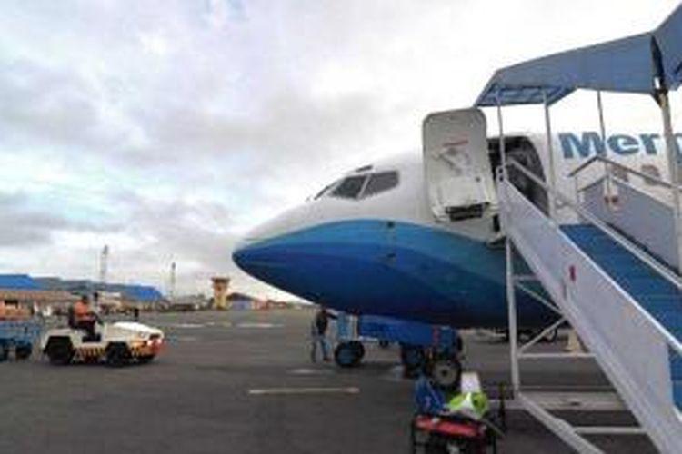 Pesawat Boeing 737 Merpati di Merauke, Papua.