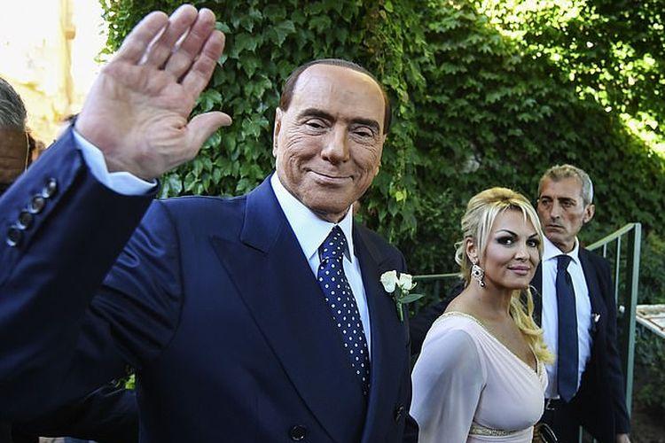 Foto pada 2017 menunjukkan Silvio Berlusconi (kiri) dan Marta Fascina (kanan) yang kini menjadi pacar barunya.