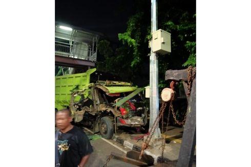 Rem Blong Saat Konvoi, Truk Tabrakan dengan Truk Lain di Rawamangun