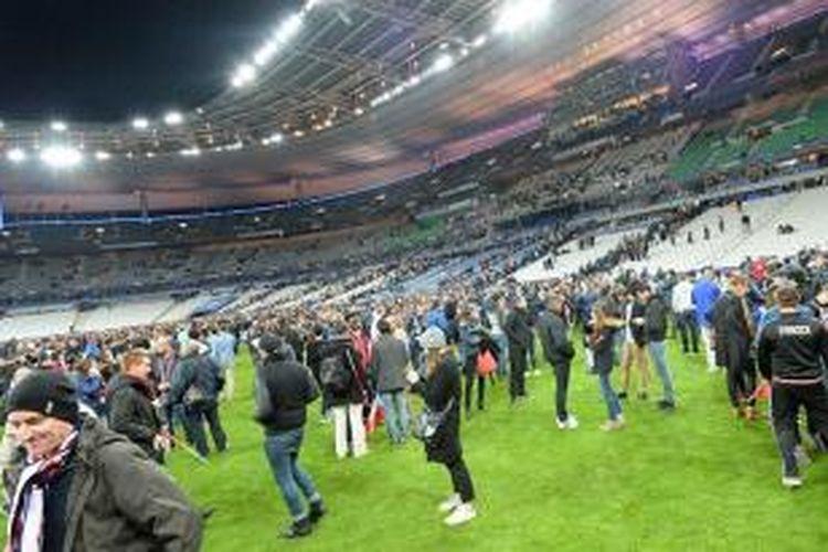 Suasana Stade de France seusai ada pengeboman saat laga antara Perancis dan Jerman, Jumat (13/11/2015).