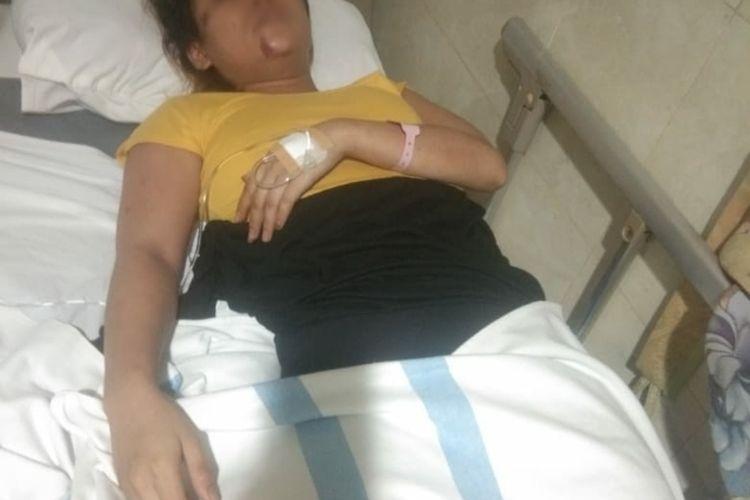 LV (24) terbaring lemas di ruang perawatan Rumah Sakit Panti Rahayu Yakkum Purwodadi, Grobogan