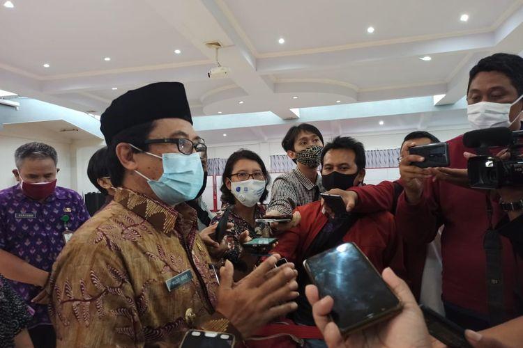 Plt bupati Jember Abdul Muqit Arief usai pengembalian jabatan di aula pemkab Jember (27/11/2020)