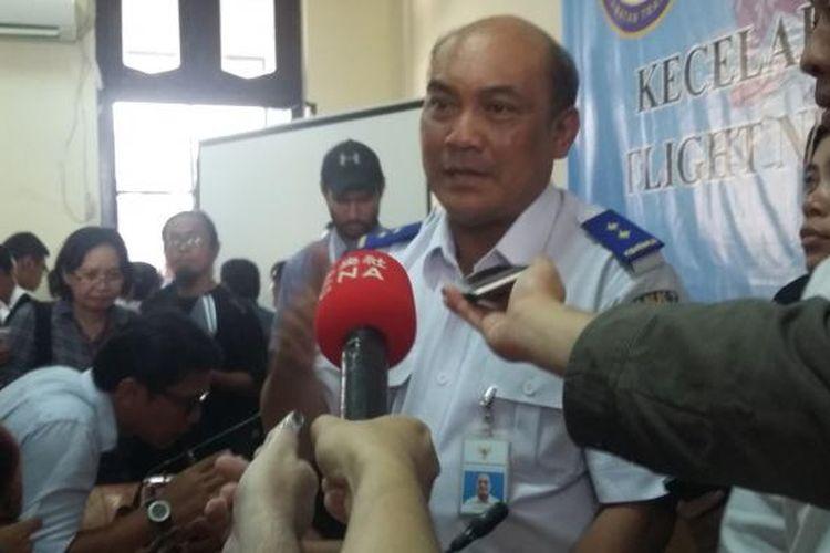 Ketua KNKT Soerjanto Tjahjono, saat memberikan keterangan hasil investigasi penyebab kecelakaan AirAsia QZ8501 di Gedung KNKT, Jakarta Pusat, Selasa (1/12/2015).