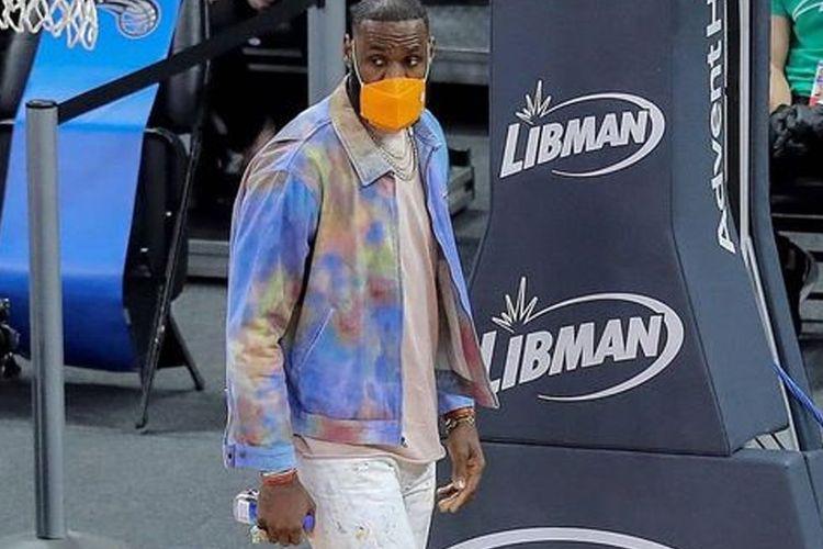 LeBron James dengan jaket Macy's