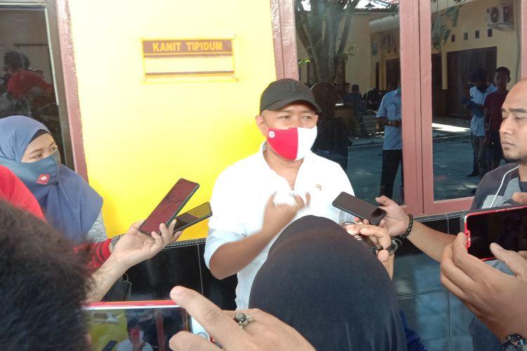 Kabid Aset Badan Pengelolaan Keuangan Daerah Bulukumba Andi Awal Rahmat Nurhadi saat diwawancarai media di kantor Polres Bulukumba, Rabu (8/9/2020).