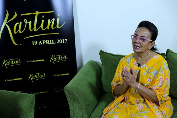 Christine Hakim saat wawancara eksklusif Kompas.com seputar film Kartini di Gedung Kompas Gramedia, Palmerah Barat Jakarta , Sabtu (8/4/2017). Film garapan sutradara Hanung Bramantyo mengisahkan perjuangan RA Kartini akan tayang di bioskop mulai 19 April 2017.