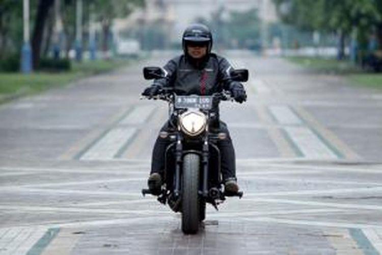 Motor Kawasaki Vulcan S saat sesi pemotretan di kawasan Parkir Timur Senayan, Jakarta, Senin (30/11/2015). Sepeda motor bergenre cruiser dengan mesin 650cc dua silinder ini dijual dengan harga sekitar Rp 167 juta on the road.