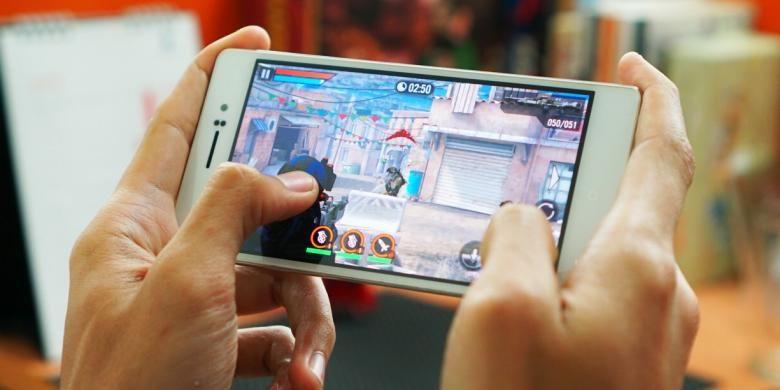 Bermain game Frontline Commando 2 dengan Oppo R5