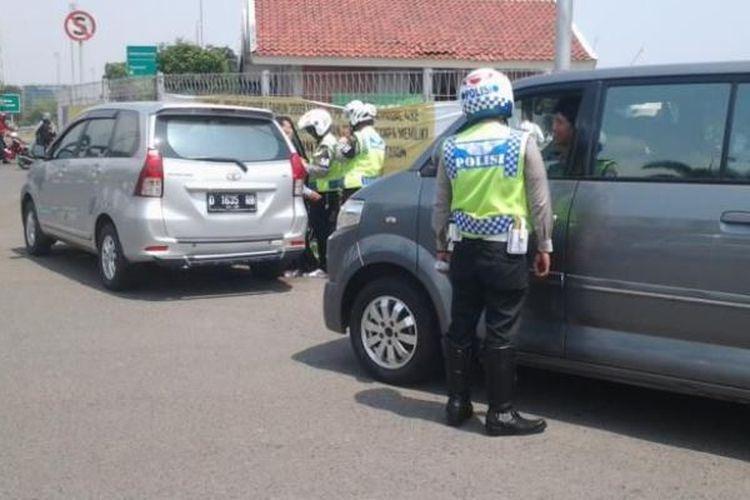 Ilustrasi polisi lalu lintas