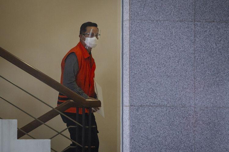 Mantan Menteri Sosial Juliari Peter Batubara tiba untuk menjalani pemeriksaan perdana di gedung KPK, Jakarta, Rabu (23/12/2020). Juliari Batubara diperiksa sebagai tersangka dalam kasus dugaan suap pengadaan Bantuan Sosial (bansos) penanganan COVID-19. ANTARA FOTO/Dhemas Reviyanto/hp.