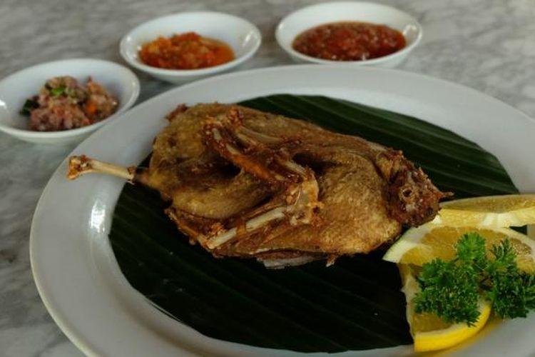 Hidangan Bebek Crispy di restoran Laka Leke, Ubud, Bali.