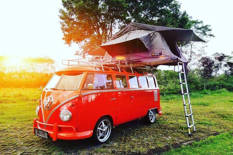Camper van yang menggunakan VW Combi klasik dari Gila Nusantara