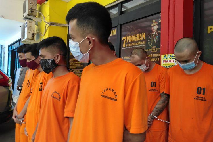 Para pelaku Kejahatan jalanan hingga prostitusi online diperlihatkan dalam ungkap kasus di Mapolrestabes Bandung, Senin (18/1/2021).