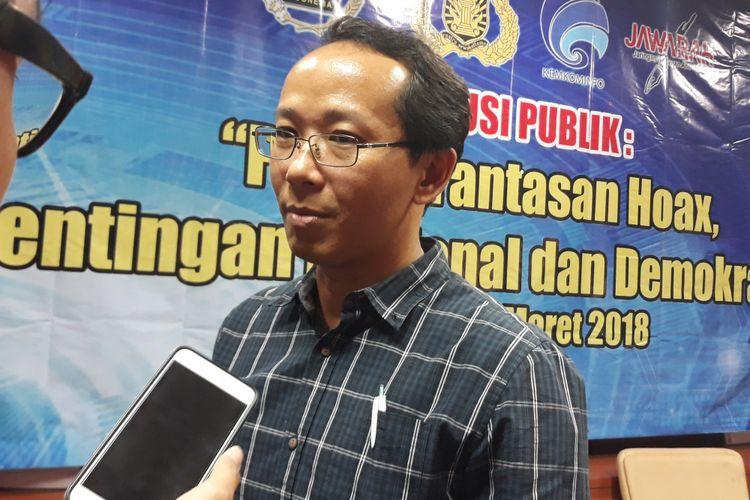 Agus Sudibyo dari Jaringan Wartawan Anti Hoaks (Jawarah) di Kantor PWI Jakarta, Selasa (13/3/2018).