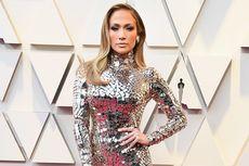 Jennifer Lopez Hadiri Oscar dengan Gaun Berkilau Ala Kim Kardashian