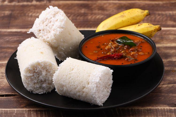 Kue putu khas India untuk makan kari dan pisang.