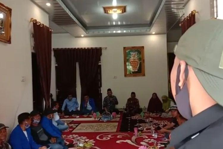 Calon Bupati Solok Epyardi Asda marah-marah karena diingatkan anggota Panwascam soal lokasi kampanye, Sabtu (10/10/2020)