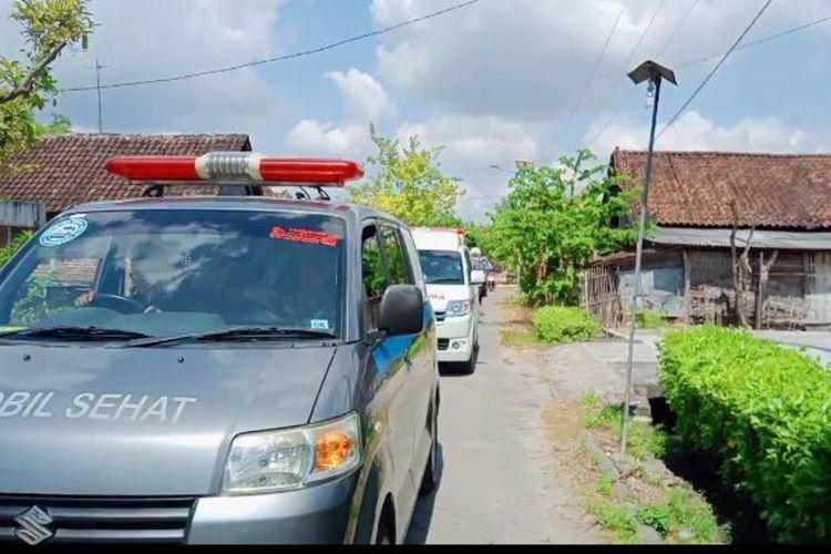 Mobil siaga desa hingga ambulance terus disiagakan di Desa Sidodowo, setelah muncul klaster Covid-19.