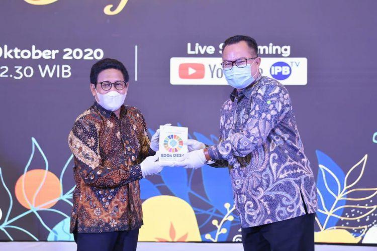 Mendes PDTT saat menerima penghargaan di IPB International Convention Center, Bogor, Jawa Barat, Sabtu (31/10/2020).