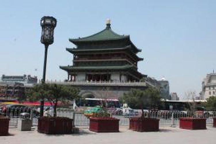 Bell Tower, Pagoda tua di tengah kota dalam tembok kota Xi'an di Tiongkok.