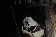 Mati Mendadak di Perlintasan Sebidang, Minibus Ditabrak Kereta Api
