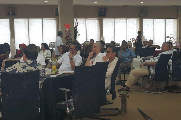 Musisi Ahmad Dhani dan wakil gubernur terpilih DKI Jakarta Sandiaga Uno dalam acara paparan dari tim kerja wisata dan budaya Anies-Sandi di Cheers Residential Graha RSPP, Jakarta Selatan, Minggu (2/7/2017).