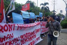 Peringati Sumpah Pemuda, Mahasiswa Bekasi Unjuk Rasa di Depan Gedung DPRD