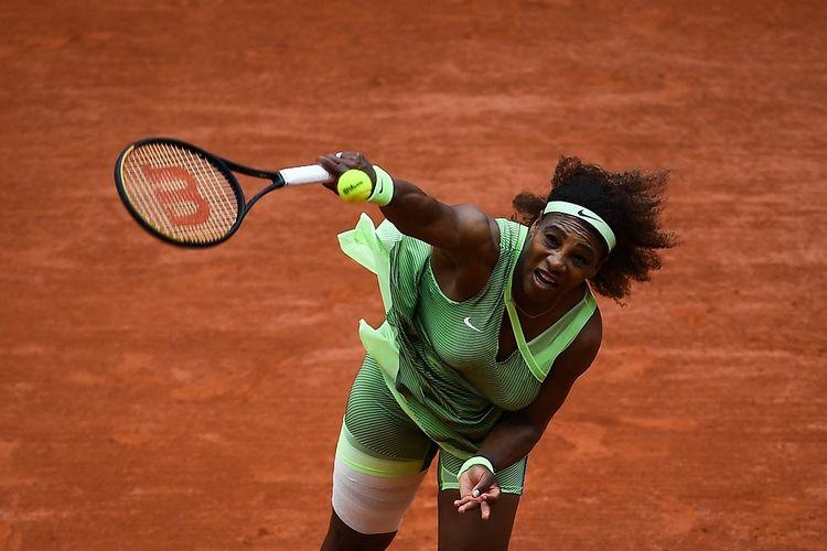 Petenis Amerika Serikat Serena Williams saat tampil pada putaran ketiga Perancis Terbuka 2021, menghadapi Danielle Collins, Jumat (4/6/2021) waktu setempat.