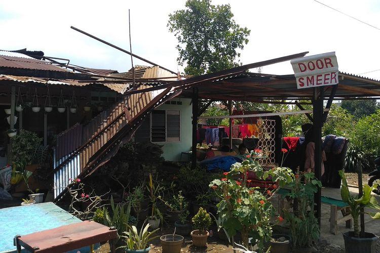 Satu dari 12 rumah yang mengalami kerusakan akibat angin puting beliung yang terjadi pada Minggu (30/5/2021) sore di Desa Marendal II, Kecamatan Patumbak, Deli Serdang. Dari 12 rumah yang terdampak, 4 di antaranya mengalami kerusakan berat.